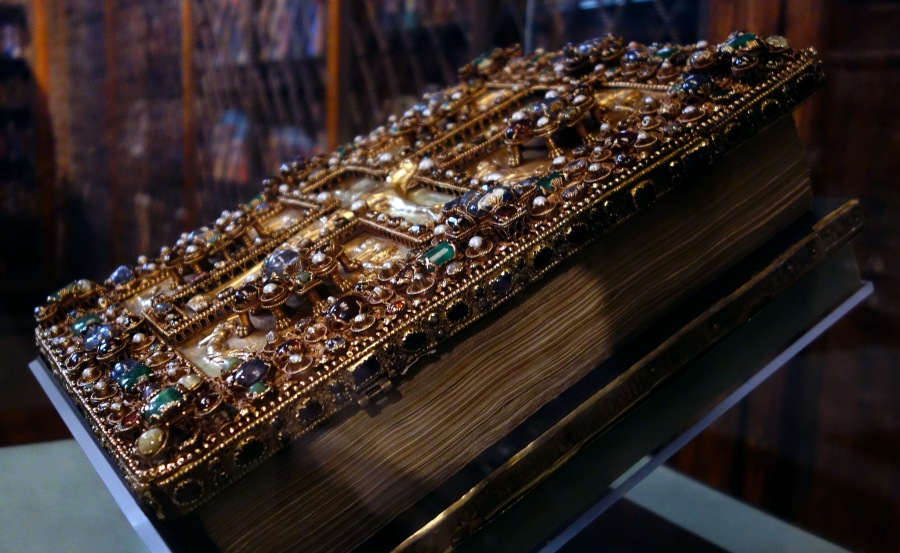 Jeweled upper cover of the Lindau Gospels, c. 880, Court School of Charles the Bald, 350 x 275 mm, cover may have been made in the Royal Abbey of St. Denis (Morgan Library and Museum, New York)